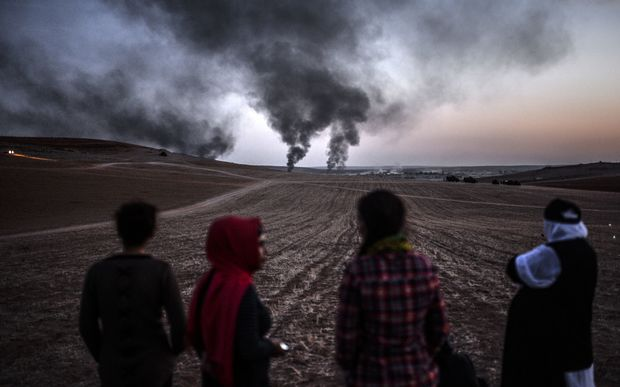 Smoke rises from the town of Kobane yesterday at the Turkish border near the southeastern village of Mursitpinar.