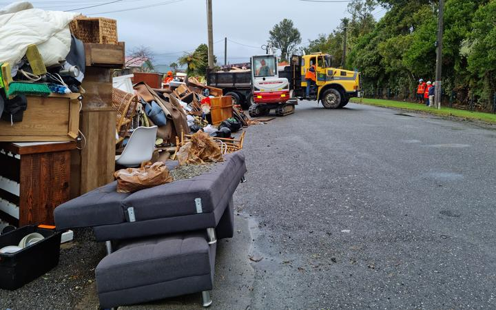 The crews started work this morning collecting carpet and household items that were put out on the kerb in Menzies St.