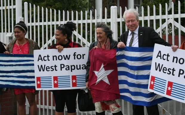 Protestors calling for media freedom in West Papua. From left: Tekura Moekaa, Teresia Teaiwa, and New Zealand MPs Catherine Delahunty and Steffan Browning