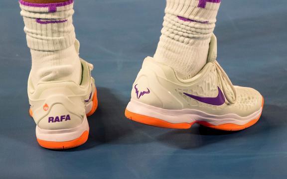Рафаель Надаль з Іспанії носить своє особисте взуття.