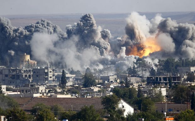 Islamic State positions in the Syrian town of Kobane attacked in a US-led airstrike.