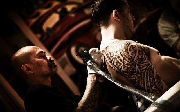 Tattoo artist takes pasifika art award radio new zealand for Best tattoo artists in massachusetts