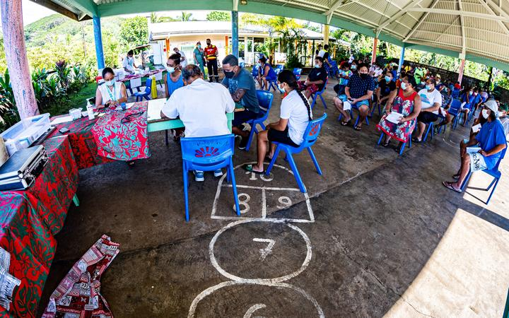 Residents of the municipality of Hitiaa wait to be vaccinated at the Covid-19 vaccination center opened in a school, in  Hitiaa, on the French Polynesia island of Tahiti, on September 8, 2021. (Photo by Jerome BROUILLET / AFP)