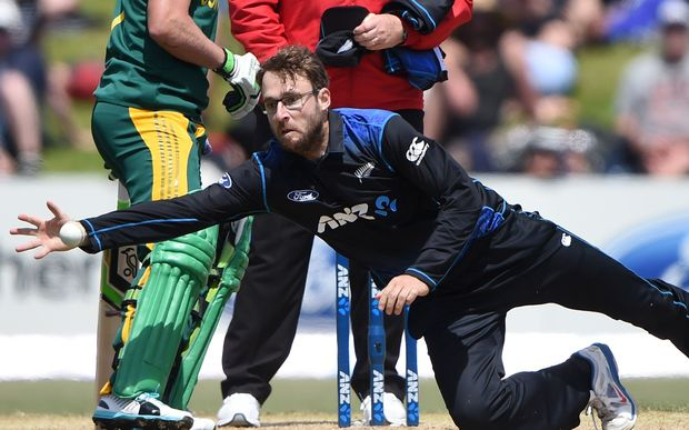 Daniel Vettori attempts to take a catch. New Zealand Black Caps and South Africa, Bay Oval, Mount Maunganui. 2014.