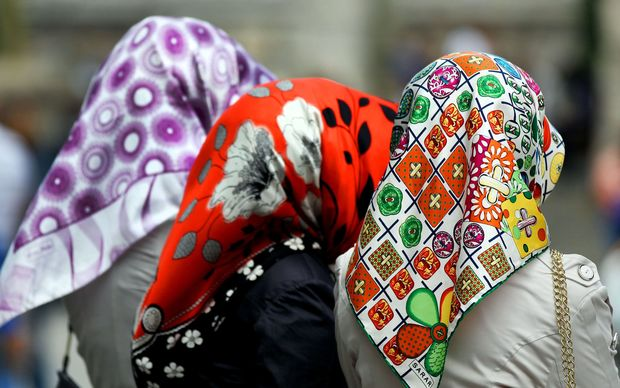 tolley muslim View notes - headscarf issue from geo 240 at kentucky alexus tolley geo240-001 reading journal: islamism, democracy, and the political production of the headscarf issue in turkey this article.