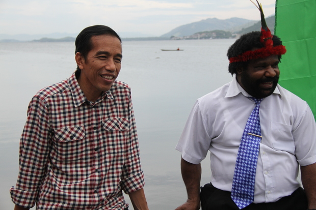Joko Widodo visits Papua before his election in 2014
