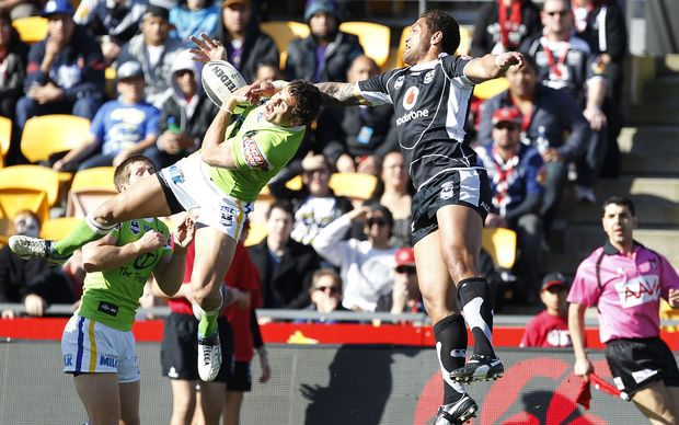 Blake Ferguson in action for the Raiders against the Warriors' Manu Vatuvei