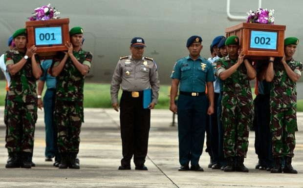 Indonesian military personnel carry coffins of victims recovered from AirAsia flight QZ8501.