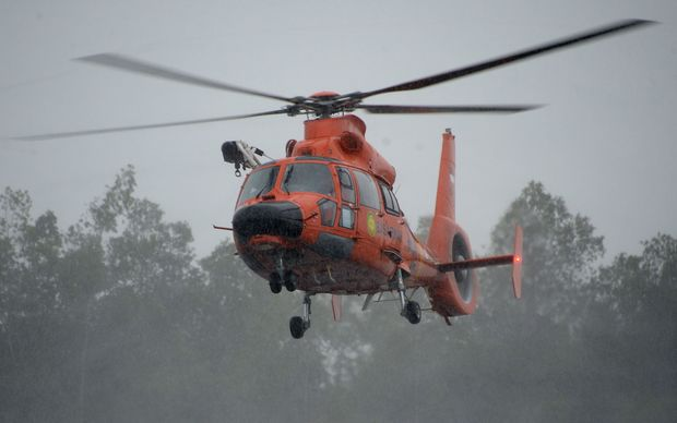 An Indonesian search and rescue team helicopter carrying a victim and recovered items from AirAsia QZ8501 prepares to land on 1 January 2015.