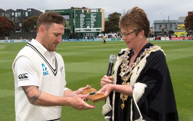 Brendon McCullum is presented the Keys to the City by Wellington Mayor Celia Wade-Brown.