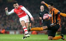 Alexis Sanchez scores Arsenal's second goal against Hull
