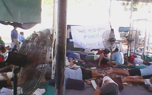 Asylum seekers in Manus Island centre protesting  against resettlement plans