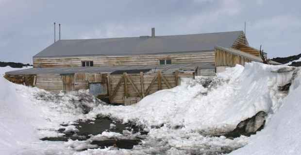 Before the restoration project began, Captain Scott's hut at Cape Evans was exposed to snow drift, which pushed ice underneath the building.