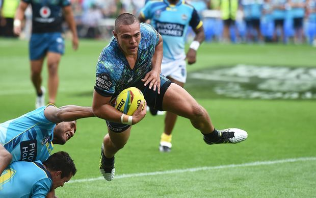 Tuimoala Lolohea scores for the Warriors in their opening win over the Titans