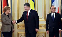 Ukrainian President Petro Poroshenko (C) shakes hands with German Chancellor Angela Merkel (L). French President Francois Hollande is on the right.