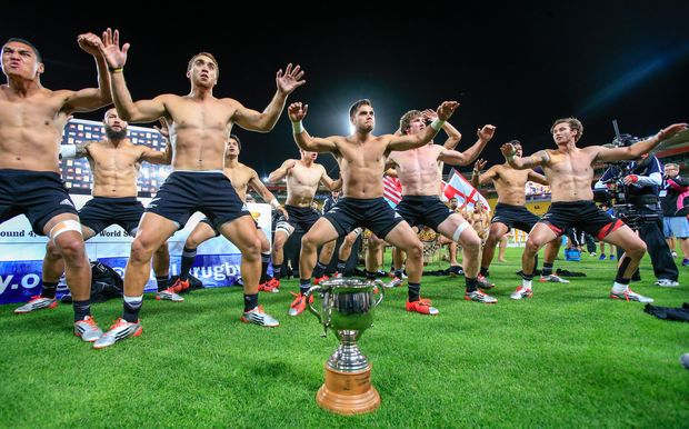 New Zealand celebrates victory in Wellington Sevens 2015.