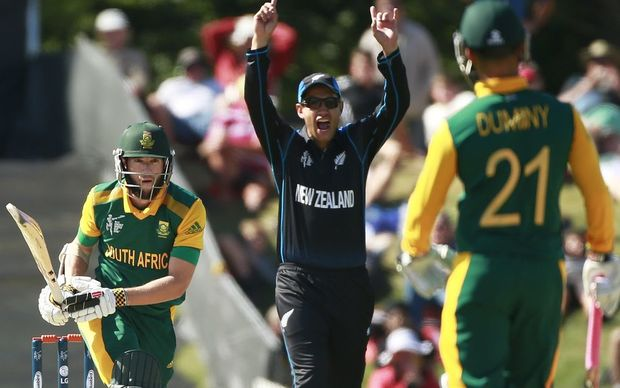 Tom Latham and Ross Taylor appeal successfully for the wicket of South Africa's Wayne Parnell.