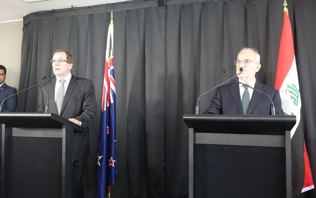 Iraq's Foreign Minister, Ibrahim al-Ja'afari, (right) and New Zealand Foreign Minister Murray McCully.