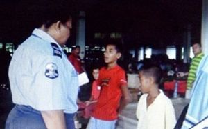 Samoa police check on truant children