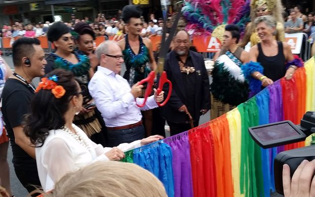 Auckland Mayor Len Brown cuts the ribbon at the Auckland Pride Parade.