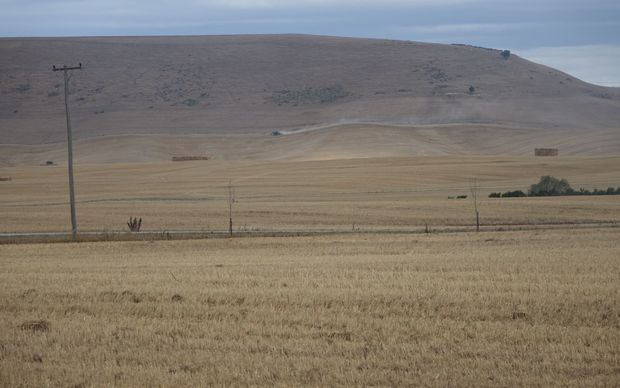 Dry land around Opuha Dam, Canterbury, 25 February 2015