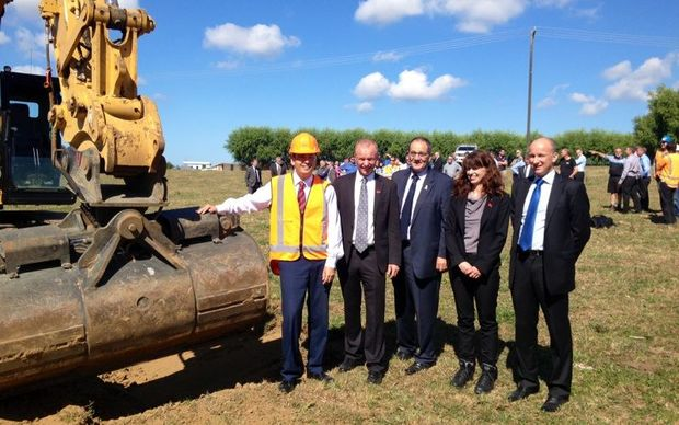 At the official opening of the Normanby Overbridge project (L to R) Minister of Transport Simon Bridges, South Taranaki District Mayor Ross Dunlop, MP for Whanganui Chester Borrows, NZTA Regional Director Raewyn Bleakley  and NZTA Highways Manager David McGonigal.