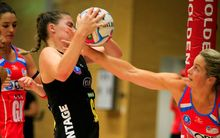 Magic shooter Ellen Halpenny and Swift defender Julie Corletto in netball clash 2015.