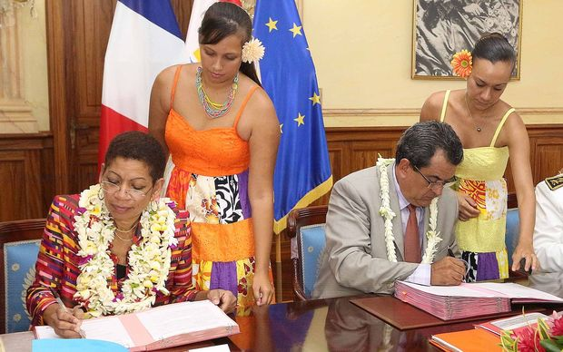 French overseas minister George Pau-Langevin and French Polynesia's president, Edouard Fritch