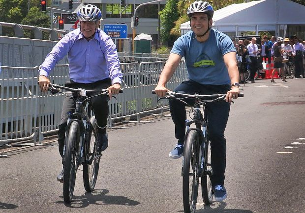 Len Brown and Simon Bridge both on bikes