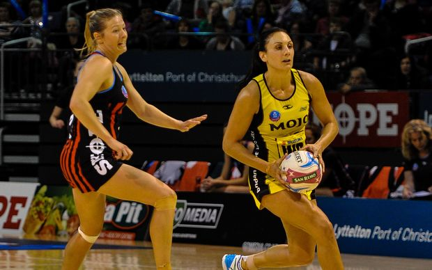 Anna Thompson of Tactix chases Joline Henry of the Pulse in the 2015 ANZ netball championship.