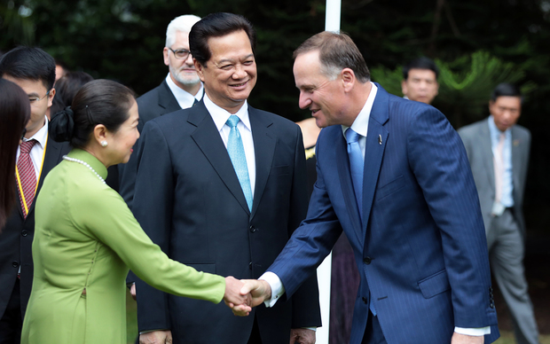 Vietnamese Prime Minister Nguyen Tan Dung and his wife, being greeted by Prime Minister John Key.