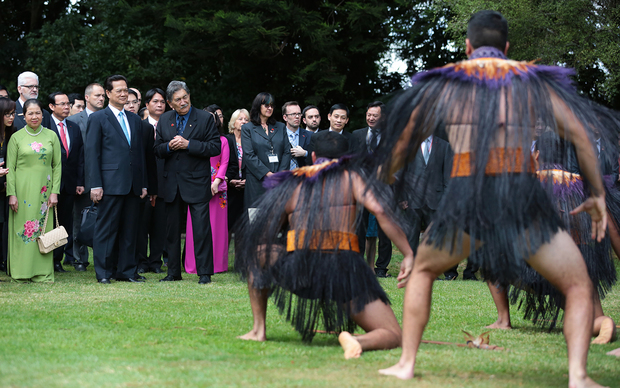 Vietnamese Prime Minister Nguyen Tan Dung was greeted with a traditional Maori challenge in Auckland.