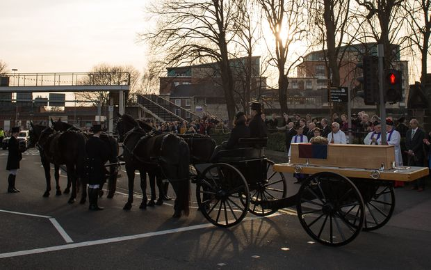 The oak coffin with the remains of King Richard III on a horse-drwan carriage in front of St Nicholas Church in Leicester.