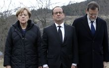 German Chancellor Angela Merkel (L), French President Francois Hollande (C) and Spanish Prime Minister Mariano Rajoy pay their respect to the victims in Seyne-les-Alpes