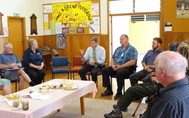 Bill English and Mark Osborne meet Dargaville community and business leaders.