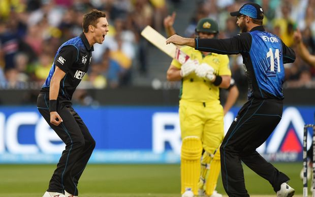 Trent Boult (L) is congratulated by teammate Daniel Vettori (R) after dismissing Australia's Aaron Finch.