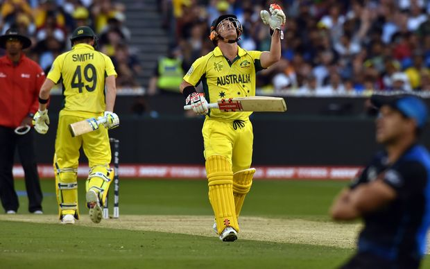 Australia's batsman David Warner (C) looks towards the sky after New Zealand's fielder Ross Taylor (R) dropped his potential catch.