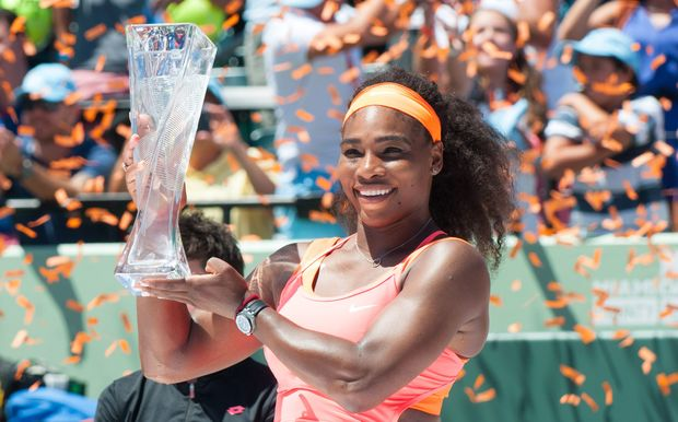 Serena Williams poses with the Miami Open trophy, 2015.