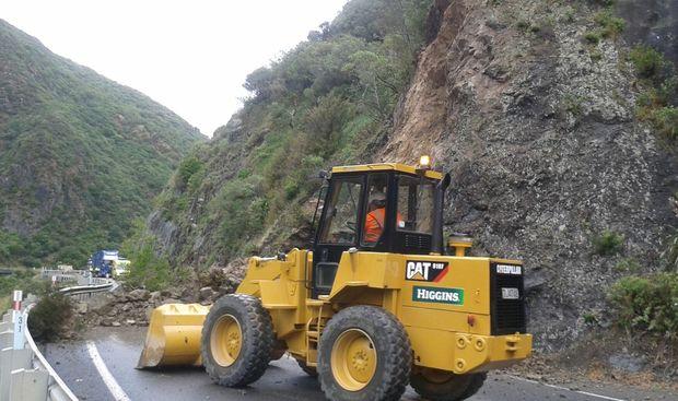 Delays in clearing Manawatu Gorge - NZTA | RNZ News