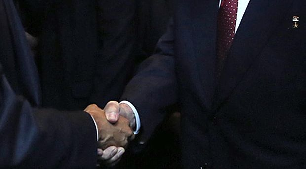 The United States and Cuban presidents shake hands at the 7th 