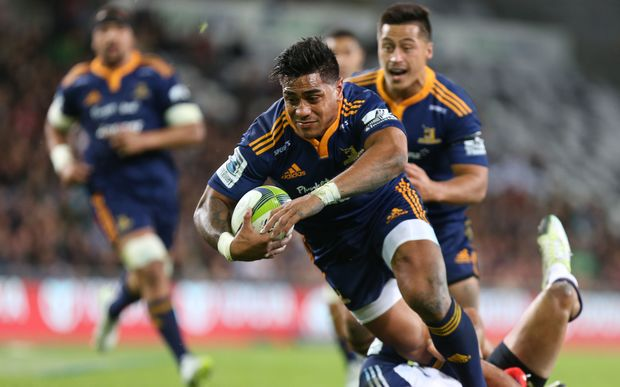 Highlanders Malakai Fekitoa dives over to score a try.