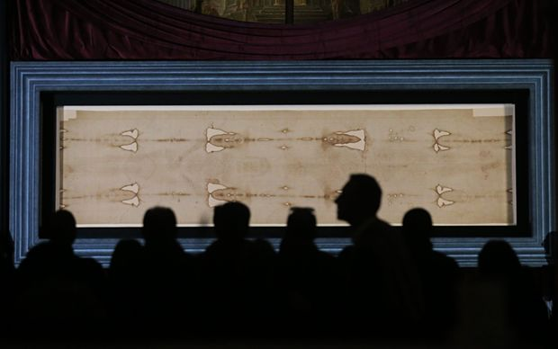 Pilgrims visiting the Shroud on April 19, 2015 at the duomo in Turin.