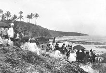 Niue people gathered on the cliffs overlooking Alofi Bay, waiting for a decision on annexation in 1900. Governor Ranfurly was in discussion with Togia and other iki and when a decision was reached a signal was sent to the governor's vessel, the Mildura, and a ceremony began.