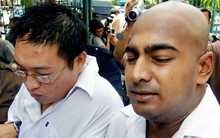 "Australians Myuran Sukumaran (R) and Andrew Chan (L), the two ringleaders of the ""Bali Nine"" drug ring, are moved by police for prison after their verdicts were announced in Denpasar, on Bali island, 14 February 2006."