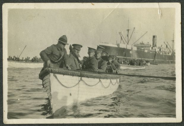 Boatload of New Zealand soldiers heading for Gaba Tepe, Gallipoli, Turkey