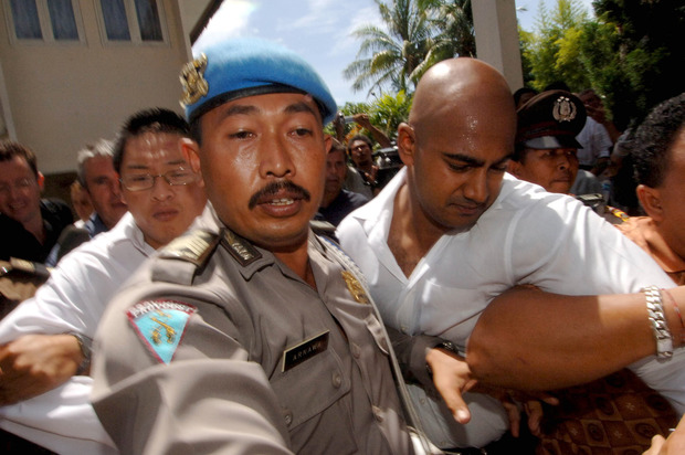 A 2006 file photo shows Myuran Sukumaran (right) and Andrew Chan arriving at Denpasar Court to be sentenced.