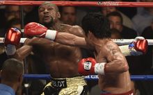 Pacquiao hits Mayweather with his right hand