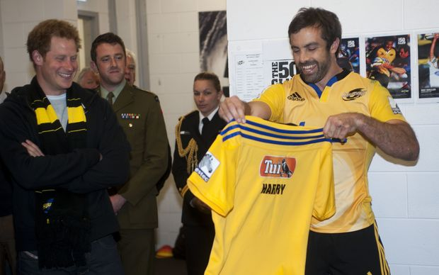 Conrad Smith presents Prince Harry with a Hurricanes jersey 2015.
