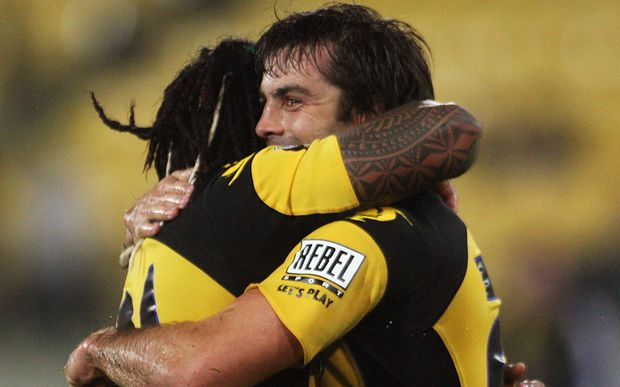 Ma'a Nonu congratulates Conrad Smith on his match-winning try against he Highlanders, 2009