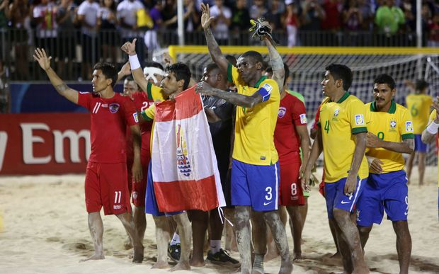 Tahiti thank their home fans at the 2013 Beach Soccer World Cup in Papeete